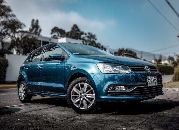 Belle voiture bleue d'occasion