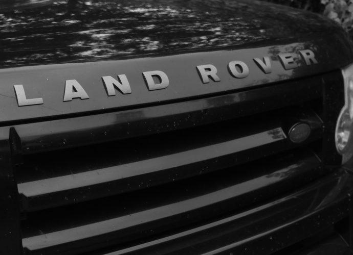 Capot d'un véhicule de la marque Land Rover